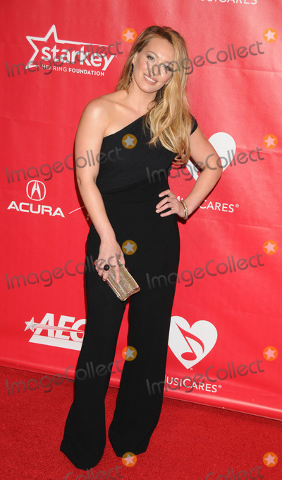 Hilary Duff Photo - Photo by KGC-136starmaxinccom2014ALL RIGHTS RESERVEDTelephoneFax (212) 995-119612414Hilary Duff at Musicares(Los Angeles CA)
