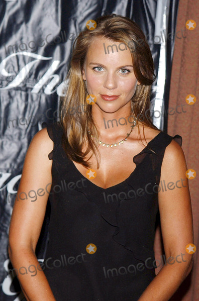 Lara Logan Photo - Photo by Walter Weissmanstarmaxinccom200462204Lara Logan at the 2004 Gracie Allen Awards(NYC)