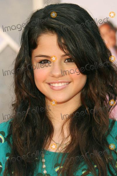 Selena Gomez Photo - Photo by REWestcomstarmaxinccom200792307Selena Gomez at the premiere of The Game Plan(Hollywood CA)