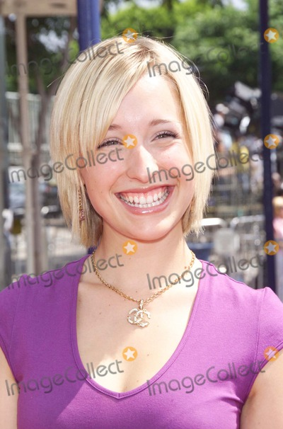 Allison Mack Photo - Photo by  Tom Lau STAR MAX Inc - copyright 2002 ALL RIGHTS RESERVED  71402Actress Allison Mack (Smallville) at the premiere of Stuart Little 2 (Columbia Pictures) held at the Mann Village  Bruin Theaters(Westwood CA)