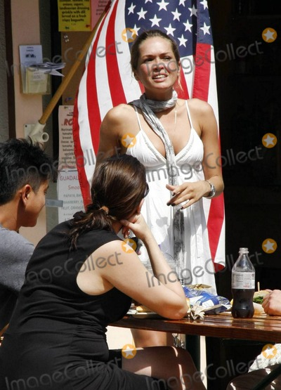 Cindy Taylor Photo - Model Cindy Taylor enjoys the Fourth of July holiday with a group of friends at Cross Creek The group spent some quality time together shopping and later stopped to rest and chat over cold drinks before heading off to their next destination Malibu CA 7410