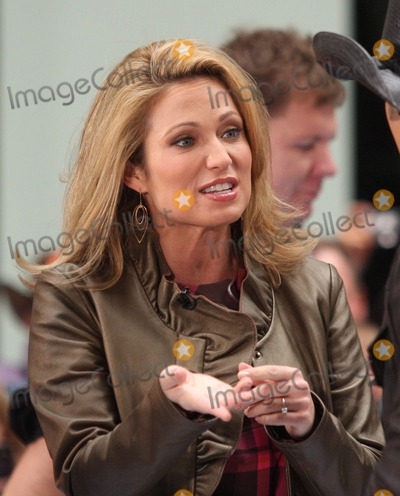 Amy Robach Photo - New York NY 10-23-2009Amy Robach on NBCs TODAY Show Toyota Concert Series at Rockefeller PlazaDigital photo by Lane Ericcson-PHOTOlinknet