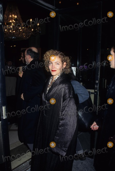 Amy Irving Photo - Amy Irving with Husband the English Patient Premiere New York 1996 K6919hmc Photo by Henry Mcgee-Globe Photos Inc