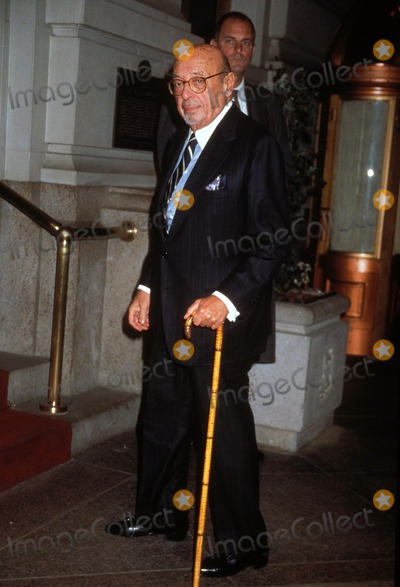Ahmet Ertegun Photo - the Ciderhouse Rules Premiere and After Party St Regis Hotel New York City 11-14-1999 Ahmet Ertegun Photo by Henry Mcgee-Globe Photos Inc Ahmetertegunretro