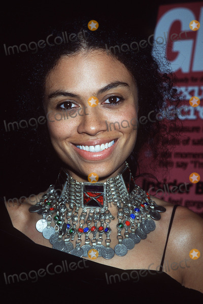 Amel Larrieux Photo - 12th Women of the Year Awards Metropolitan Museum of Art NYC 102901 Amel Larrieux Photo by Henry McgeeGlobe Photos Inc