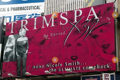 Anna Nicole Smith Photo - Anna Nicole Smith Trimspa Billboard in Times Square New York City 2004 Photo by Henry McgeeGlobe Photos Inc 2004
