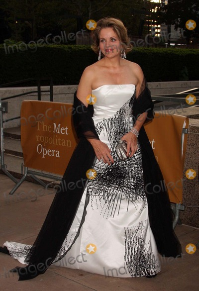 Renee Fleming Photo - Renee Fleming Arriving at the Opening of the Metropolitan Operas 2009-10 Season with Luc Bondys New Staging of Puccinis Tosca at Lincoln Cneters Josie Robertson Plaza in New York City on 09-21-2009 Photo by Henry Mcgee-Globe Photos Inc 2009