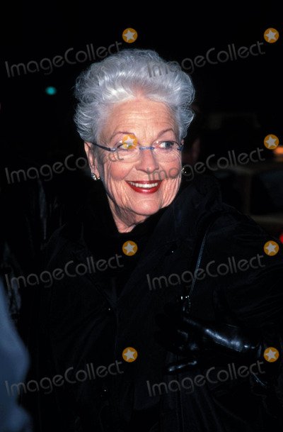 Ann Richards Photo - Stones in His Pockets Opening at the Golden Theater New York City 04-01-2001 Ann Richards Photo by Henry Mcgee-Globe Photos Inc 2001 Annrichardsretro