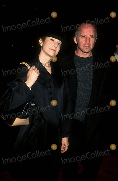 Arliss Howard Photo - Sd1129 Premiere of the Film the Business of Strangers Clearview Chelsea Westnyc Debra Winger and Arliss Howard Photohenry McgeeGlobe Photos Inc