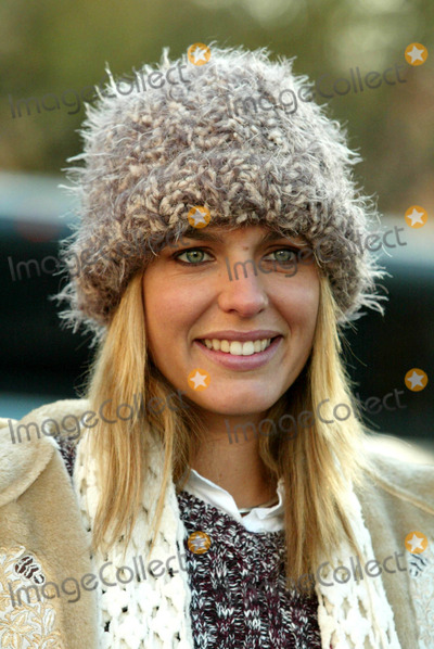 Arianne Zucker Photo - Arianne Zucker (Days of Our Lives) at the 77th Annual Macys Thanksgiving Day Parade in New York City on November 27 2003 Photo Henry McgeeGlobe Photos Inc 2003