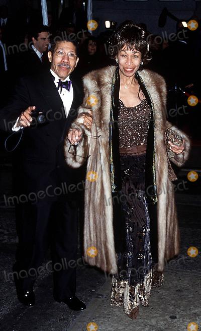 Altovise Davis Photo - Sd03162002 Liza Minnelli  David Gest Wedding Reception at the Regent Wall Street New York City Photo Henry Mcgee Globe Photos Inc 2002 Altovise Davis