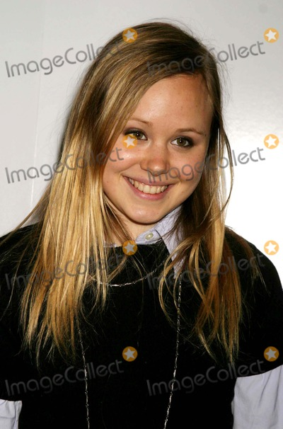 ALLISON PILL Photo - Allison Pill Arriving at the Opening Night After-party Celebration For Fat Pig at the the Robert Miller Gallery in Chelsea New York City on 12-15-2004 Photo by Henry McgeeGlobe Photos Inc 2004