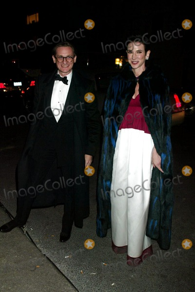 Amy Fine Collins Photo - Hamish Bowles and Amy Fine Collins Arriving at a Winter Fete Sponsored by Christian Dior at the Frick Collection in New York City on February 6 2003 Photo by Henry McgeeGlobe Photos Inc 2003 K28842hmc
