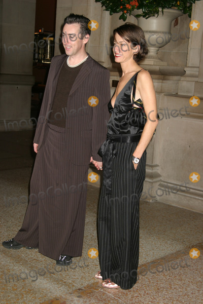 Allan Cummings Photo - NYC  110303Allan Cumming and Cynthia Rowley at BRAVEHEARTS MEN IN SKIRTS sponsored by Jean Paul Gaultier at The Metropolitan Museum of Arts Costume InstituteDigital Photo by Adam NemserPHOTOlink