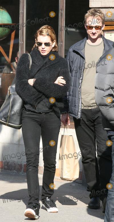 ALEXIS STEWART Photo - NYC  032507EXCLUSIVE Martha Stewarts daughter Alexis Stewart carrying a large Louis Vuitton handbag shopping with her boyfriend in SOHODigital Photo by Adam Nemser-PHOTOlinknet