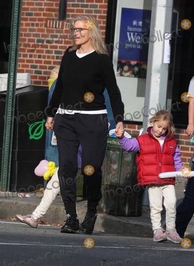 Annie Leibovitz Photo - NYC  102509EXCLUSIVE Annie Leibovitz and daughters walking in the West VillageEXCLUSIVE photo by Adam Nemser-PHOTOlinknet