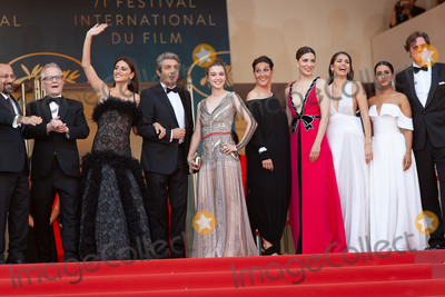 Thierry Fremaux Photo - CANNES FRANCE - MAY 8 Asghar Farhadi Thierry Fremaux Penelope Cruz Ricardo Darin Sara Salamo attends the screening of Everybody Knows (Todos Lo Saben) and the opening gala during the 71st annual Cannes Film Festival at Palais des Festivals on May 8 2018 in Cannes France(Photo by Laurent KoffelImageCollectcom)