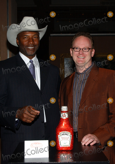 Mel Blount Photo - NEW YORK OCTOBER 23 2004 Mel Blount (Left) at Celebrity Heinz Ketchup Bottle Auction copyright Sothebys