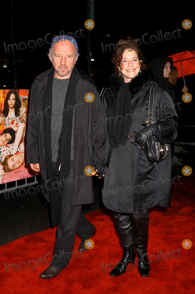 Arliss Howard Photo - Arliss Howard and Debra Winger arriving at the premiere of The Dreamers New York February 3 2004