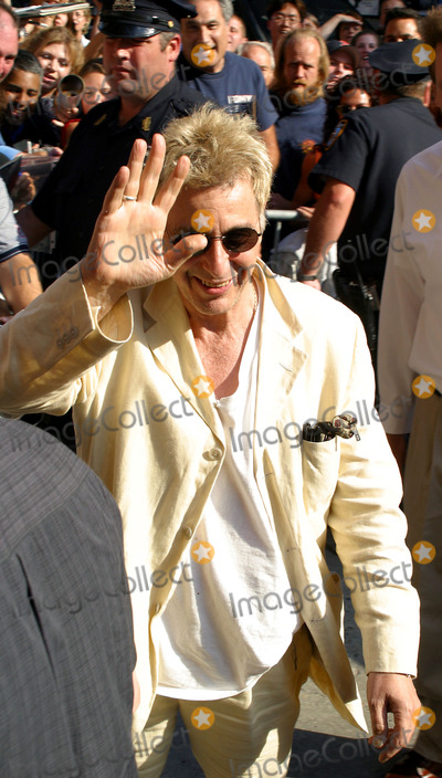Al Pacino Photo - Al Pacino at the Ed Sullivan Theater to make an appearance on the Late Show With David Letterman to promote his latest flick Simone The movie is about a producer who creates a digital actress -- something that might invade filmmaking in the nearest future New York August 21 2002