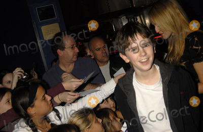 JFREDDIE HIGHMORE Photo - Jewel and Freddie Highmore Visit Planet Hollywood to promote the movie Arthur and The Invisibles