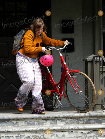 Lena Dunham Photo - May 1 2014 New York CityActress and Director Lena Dunham shoots scenes for her TV show Girls in Brooklyn on May 1 2014 in New York City