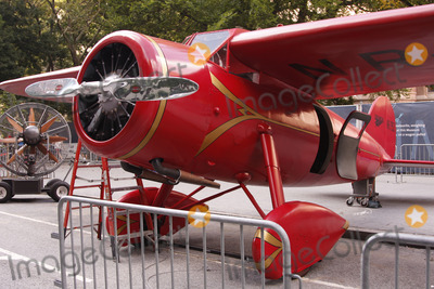 AEROPLANE PROP Photo - Actor Ben Stiller was on the set of his new movie Night at the Museum 2 at the Museum of Natural History on the Upper West Side on August 18 2008 in New York City