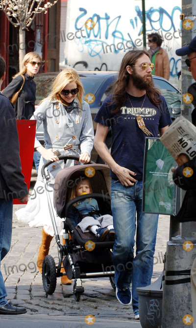 Black Crowes Photo - Actress Kate Hudson and her husband Black Crowes frontman Chris Robinson took their son Ryder for lunch at trendy Meatpacking District restaurant Pastis on a beaitiful spring Friday in Manhattan