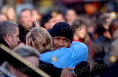 Usher Photo - Usher and Ellen Degeneres on location in Times Square taping an episode of the Ellen Degeneres Show