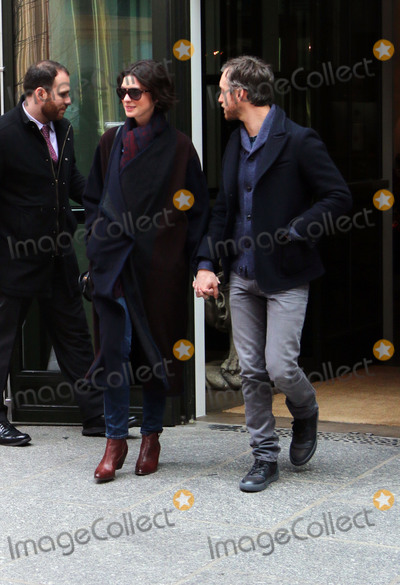 Adam Shulman Photo - January 21 2015 New York CityActess Anne Hathaway (L) and husband Adam Shulman leaving a downtown hotel on January 21 2015 in New York City Please byline Zelig ShaulACE PicturesACE Pictures IncFor information please call 646 769 0430