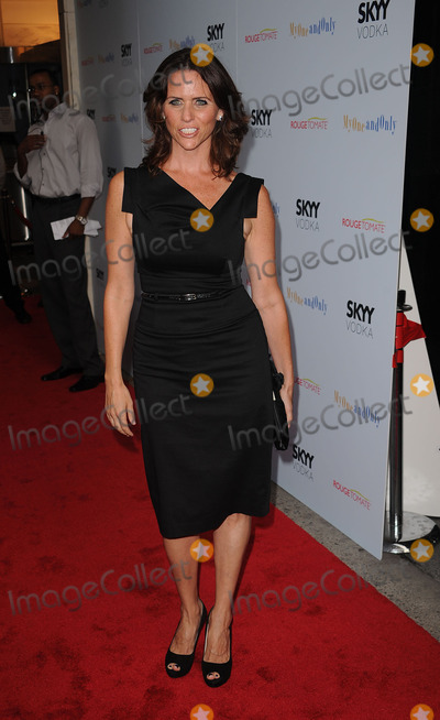 Amy Landecker Photo - Amy Landecker arriving at the premiere of My One And Only at the Paris Theatre on August 18 2009 in New York City