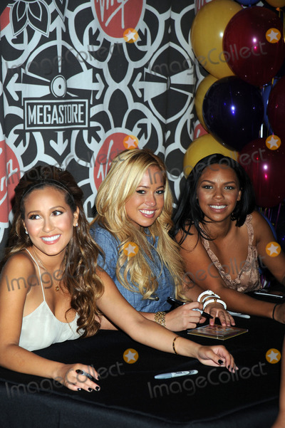 The Cheetah Girls Photo - Singers the Cheetah Girls attend an instore signing for their One World album at Virgin Megastore Times Square on August 19 2008 in New York City
