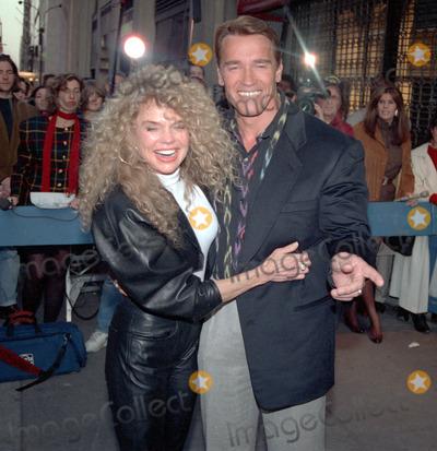 ARNOLD SCHWARZENEGER Photo - NEW YORK CIRCA 1995 DYAN CARROLL ARNOLD SCHWARZENEGER