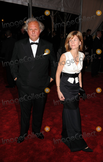 Anna Carter Photo - Editor-In-Chief of Vanity Fair Graydon Carter and Anna Carter  arriving at the Costume Institute Gala Benefit to celebrate the opening of the American Woman Fashioning a National Identity exhibition at The Metropolitan Museum of Art on May 3 2010 in New York City