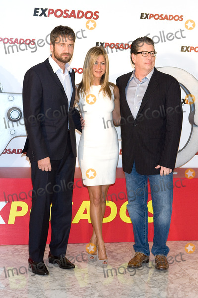 Andy Tennant Photo - Actors Gerald Butler  and Jennifer Aniston and director Andy Tennant at a photocall for Exposados (The Bounty Hunter) at the Villamagna Hotel on March 30 2010 in Madrid Spain