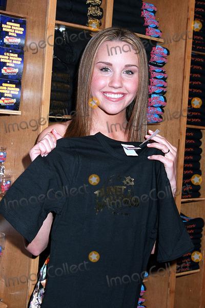 Amanda Bynes Photo - Actress Amanda Bynes in New York March 2003 Mandatory byline Jose PerezNY Photo Press     PAY-PER-USE          NY Photo Press    phone (646) 267-6913     e-mail infocopyrightnyphotopresscom