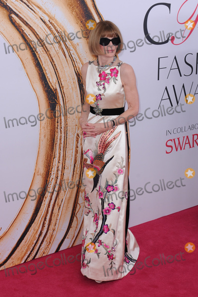 Anna Wintour Photo - June 6 2016  New York CityAnna Wintour attending the 2016 CFDA Fashion Awards at the Hammerstein Ballroom on June 6 2016 in New York CityCredit Kristin CallahanACE PicturesTel 646 769 0430