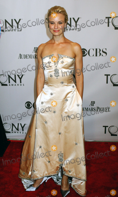 Hannah Yelland Photo - Hannah Yelland arriving at the 65th Annual Tony Awards at the Beacon Theatre on June 12 2011 in New York City