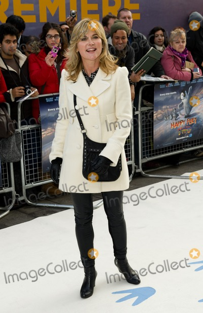 Anthea Turner Photo - Anthea Turner arriving for the UK Premier of Happy Feet Two at the Empire Cinema in Leicester Square London 20112011 Picture by Simon Burchell  Featureflash