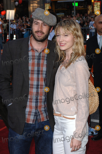 Beth Riesgraf Photo - Actor JASON LEE  girlfriend BETH RIESGRAF at the special fan screening of War of the Worlds at the Graumans Chinese Theatre HollywoodJune 27 2005 Los Angeles CA 2005 Paul Smith  Featureflash