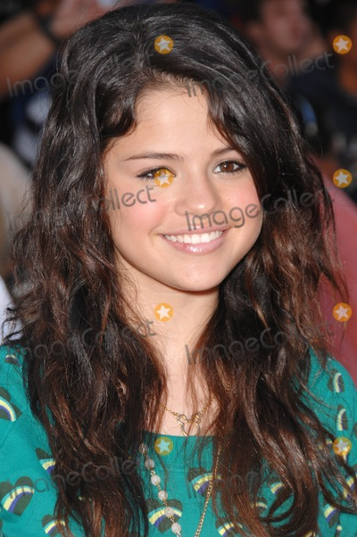 Selena Gomez Photo - Selena Gomez at the world premiere of The Game Plan at the El Capitan Theatre HollywoodSeptember 23 2007  Los Angeles CAPicture Paul Smith  Featureflash