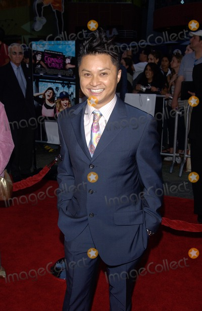 Alec Mapa Photo - Actor ALEC MAPA at the world premiere in Hollywood of his new movie Connie and CarlaApril 13 2004