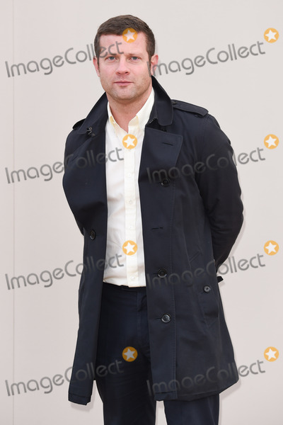 Dermot OLeary Photo - Dermot OLeary arriving at the Burberry Prorsum show during The London Collections Menswear AW 2016 at Kensington Gardens LondonJanuary 11 2016  London UKPicture Steve Vas  Featureflash