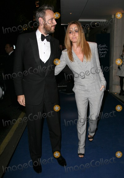 Alasdhair Willis Photo - Alasdhair Willis and Stella McCartney arriving for the 2011 British Fashion Awards at The Savoy London 28112011 Picture by Alexandra Glen  Featureflash