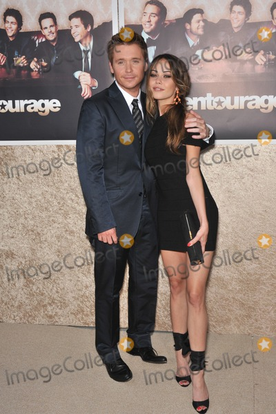 Alexis Dziena Photo - Alexis Dziena  Kevin Connolly at the premiere for the sixth season of the HBO TV series Entourage at Paramount Studios HollywoodJuly 9 2009  Los Angeles CAPicture Paul Smith  Featureflash