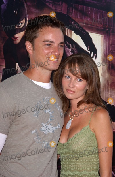 Harmoni Everett Photo - Actor KERR SMITH  wife actress HARMONI EVERETT at the world premiere in Hollywood of CatwomanJuly 19 2004