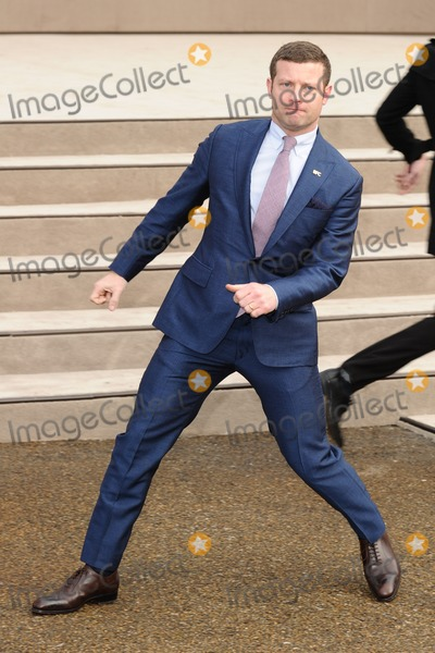 Dermot OLeary Photo - Dermot O Leary arrives for the Burberry Prosum menswear AW14 as part of London Collections Men Kensington Gardens London08012014 Picture by Steve Vas  Featureflash