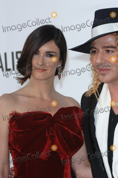 Paz Vega Photo - Spanglish actress PAZ VEGA with fashion designer JOHN GALLIANO at the amfAR Cinema Against AIDS Gala at the Moulin de Mougins restaurant in the South of France Tha Gala is one of the main events at the 58th Annual Film Festival de CannesMay 19 2005 Cannes France 2005 Paul Smith  Featureflash