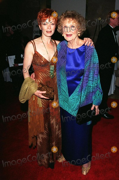 Gloria Stuart Photo - 21FEB98  Titanic stars FRANCES FISHER (left)  GLORIA STUART at the 50th Annual Writers Guild Awards in Beverly Hills