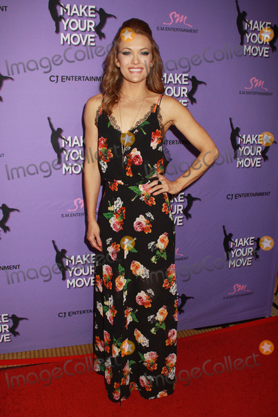 Amy Purdy Photo - Amy Purdy 03312014 Make Your Move Premiere held at Pacifics The Grove Stadium 14 in Los Angeles CA Photo by Kazuki Hirata  HollywoodNewsWirenet